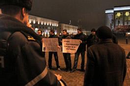 В центре Минска задержаны участники акции солидарности с Николаем Автуховичем и Владимиром Осипенко