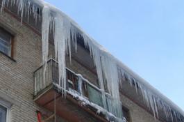 Пожилую женщину в Минске убило упавшим с крыши куском льда