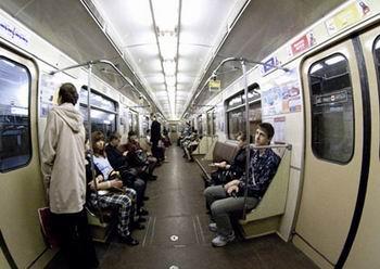 Пассажиры минского метро просидели 20 минут в туннеле