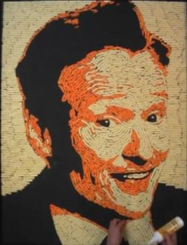 Conan O'Brien делает портреты из Cheetos