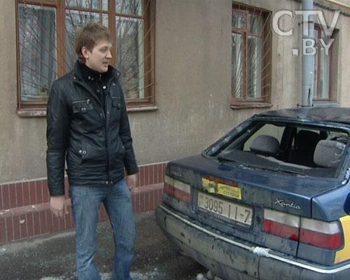 Глыба льда в Минске разбомбила Citroen