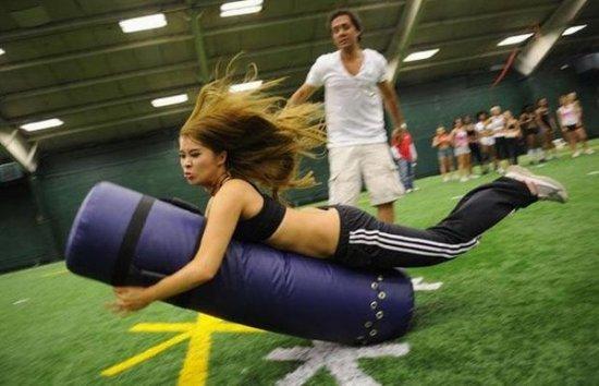 Девушки и американский футбол