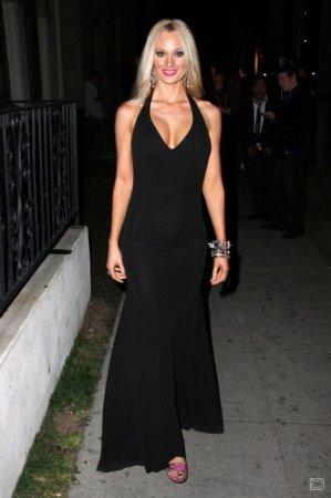 Софи Тернер в откровенном платье