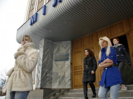 Стриптиз на избирательном участке
