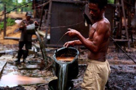 Как добывают бензин и серу в Индонезии