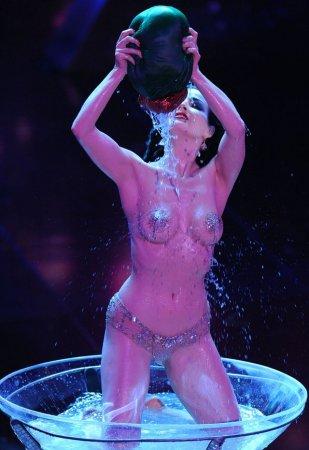 Дама в шампанском