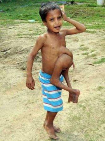 Индийский мальчик с забавным именем Кумар