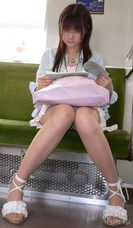 Нижние конечности японской школоты