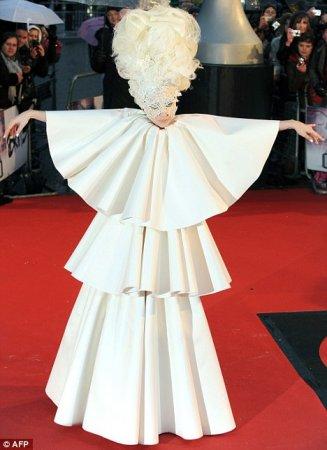 Lady GaGa стала пугалом огородным