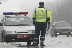 ГАИшники борются с водителями, снимающими их на видео