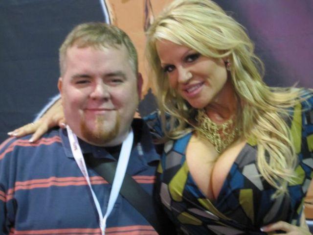 AVN) - самая престижная в мире выставка достижений порно-индустрии…