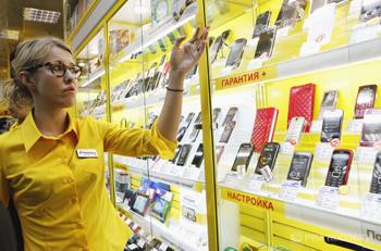 Ксения Собчак за прилавком магазина