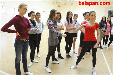 Финалистки «Мисс Беларусь-2010» репетируют под присмотром… турков