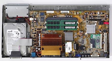 Commodore снова обращается к идее размещения ПК в клавиатуре