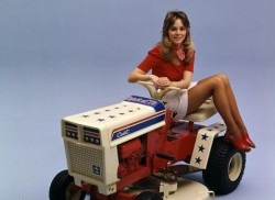 Девушки и трактора