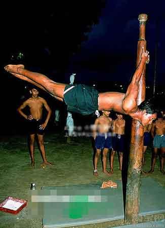 Mallakhamb - мужские танцы на шесте в Индии