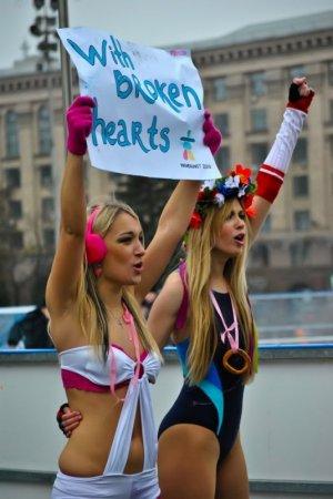 Femen: Коровы на льду или Ледовое позорище