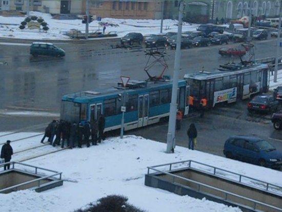 Народная новость. Если трамвай остановился, не пытайтесь его подтолкнуть