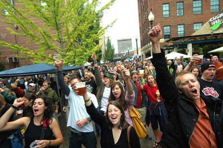 Запрет на распитие спиртного в общественных местах не касается безалкогольного пива