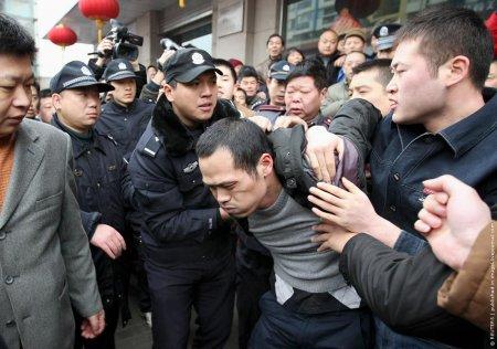 В Китае заложников много