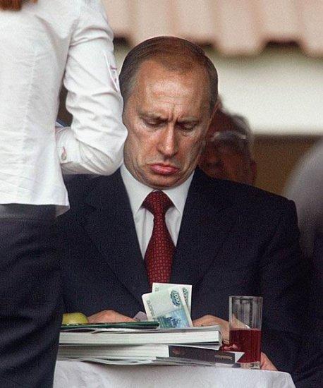 Из-за визита Путина в Брест инкассаторы ходили пешком