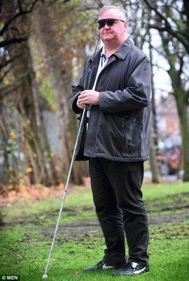 Слепой впервые за 30 лет начал видеть
