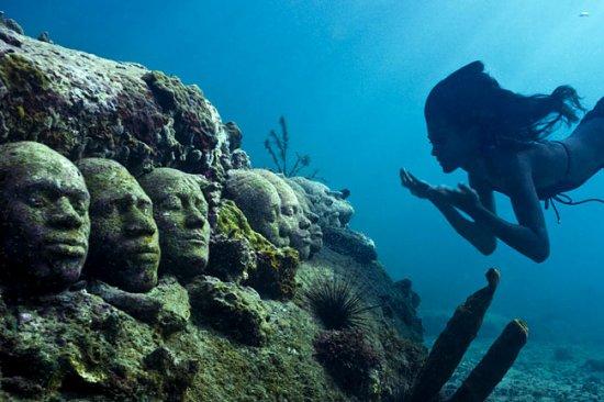 Крупнейший в мире подводный музей открылся зимой в Мексике.