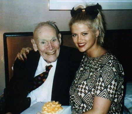 Суд решил, что Говард Маршалл женился на Анне Николь Смит по старческому слабоумию