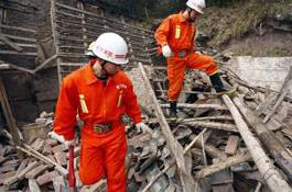 Около 300 человек погибли при землетрясении в Китае