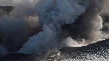 """Облако вулканической пыли вновь простирает свою """"лапу"""" над Европой"""