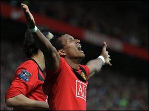 """""""Манчестер Юнайтед"""" побеждает """"Тоттенхэм"""" и поднимается на первое (!) место в Английской Премьер Лиге !"""
