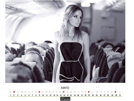 Стюардессы обанкротившейся компании снялись голыми для календаря