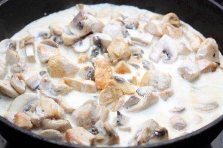 Курица с грибами в сливочном соусе