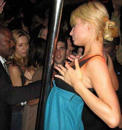 Пэрис Хилтон удивляется своей груди