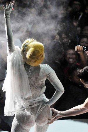 Леди Гага (Lady GaGa) на концерте в Токио
