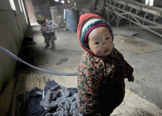 Китайские дети на привязи