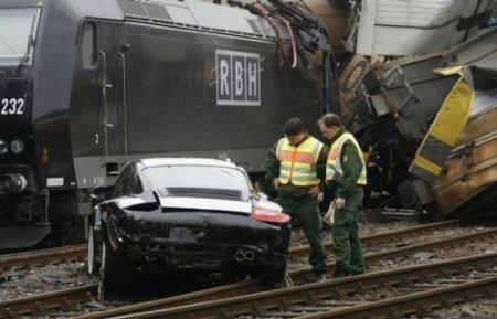 В Германии потерпел аварию поезд со 106 новенькими Porsche