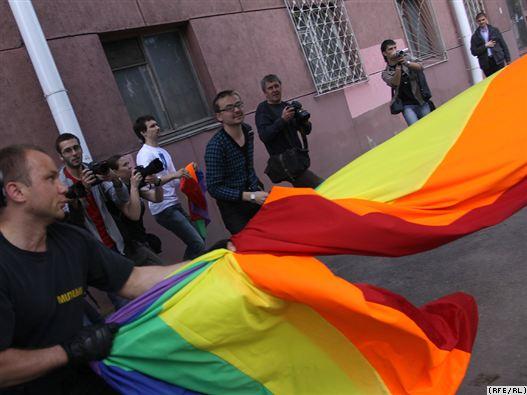 Милицейский спецназ разогнал гей-парад в Минске