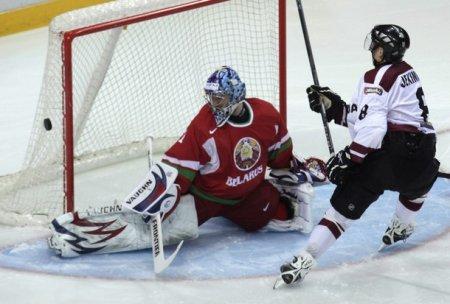 Сборная Беларуси по хоккею потерпела второе поражение от Латвии