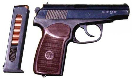 Милиционер застрелился, почесав на посту переносицу