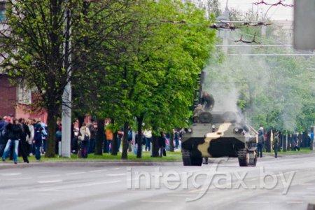 В Минске загорелся плавающий бронетранспортер