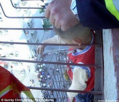 Китайского мальчика от смерти спасли уши
