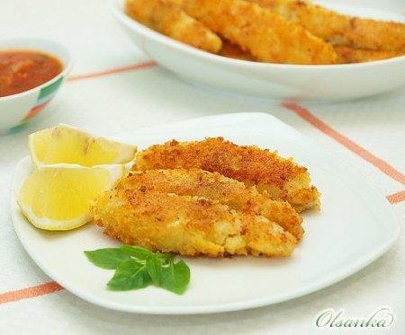 Рыбные палочки с соусом из томатов и базилика