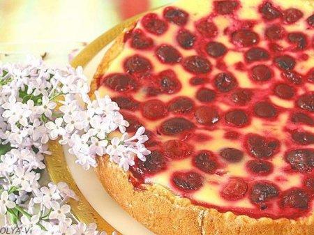 Пирог-сметанник с ягодами