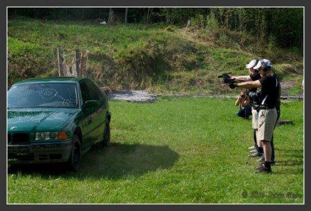 Художественный расстрел BMW