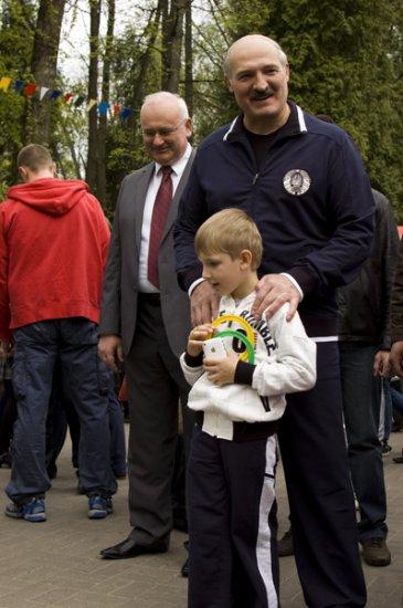 Коля Лукашенко - продвинутый мальчик