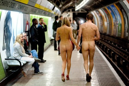 Голое метро