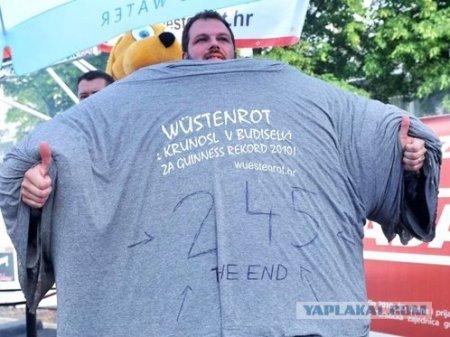 Житель Хорватии натянул на себя сразу 245 футболок