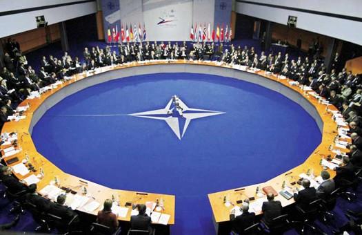 Беларусь в НАТО не стремится, но препятствий не имеет