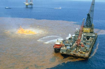 """Джеймс Кэмерон: """"Болваны из BP не знают, что делать с утечкой нефти"""""""